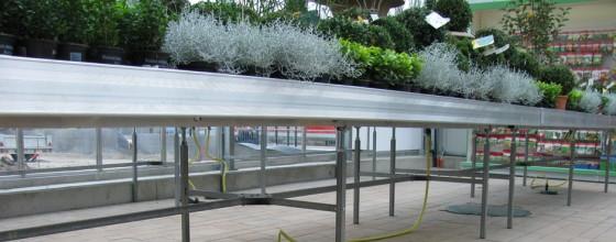 Tisch mit Bewässerungssystem